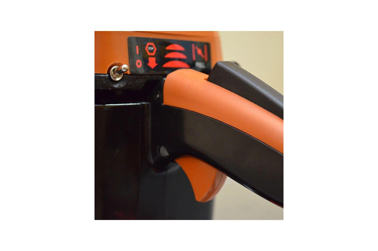 Пила цепная бензиновая Intertool - Storm 2400 Вт 15