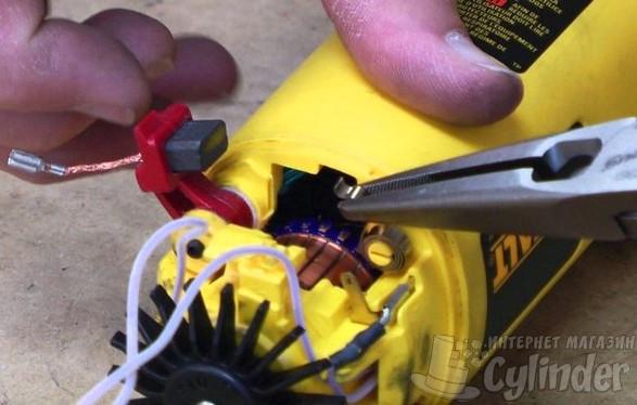 Графитовые щетки используются в сетевых дрелях, шуруповертах, перфораторах, лобзиках и многих других электроинструментах